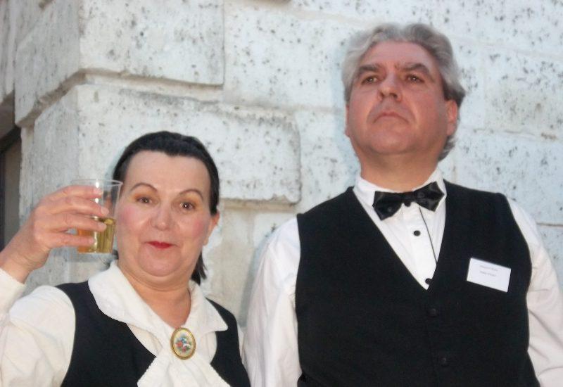 Faux Serveurs le 17 mai pour la nuit des Musées devant le musée du papier d'Angoulême.